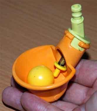 Поилка для перепелов чашечного типа.
