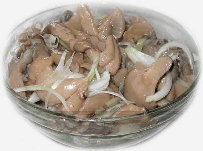 Маринованные грибы с маслом