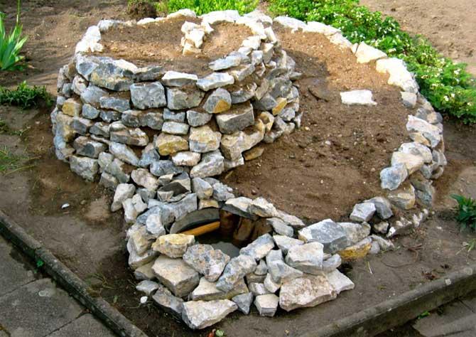 Выложить клумбу из камней