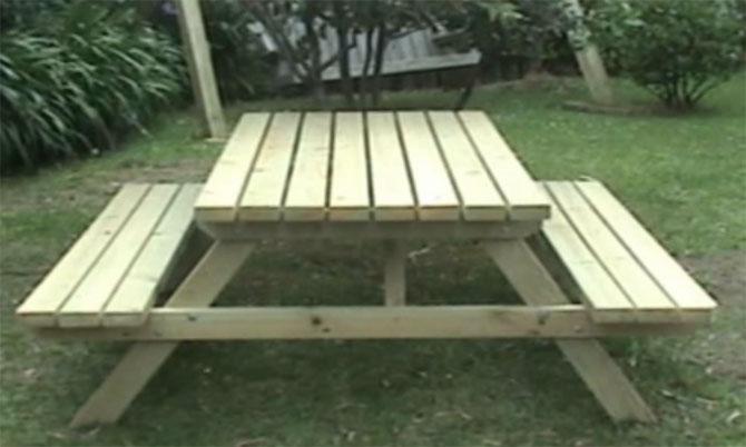 Стол для дачи и пикника.